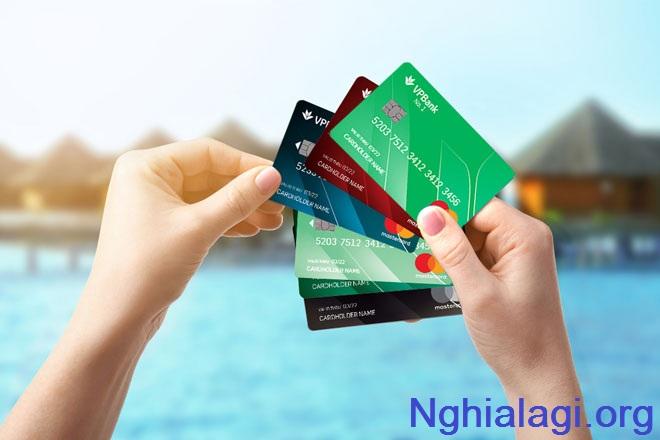 """Thẻ tín dụng là gì? Những sai lầm khiến bạn """"thủng ví"""""""